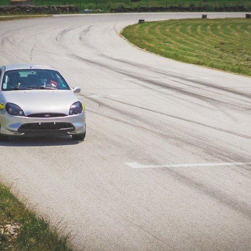 Adrenaline на Max - Управление на спортен автомобил на професионална писта