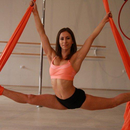 Pole Dance/танц на пилон - урок за начинаещи + класически масаж