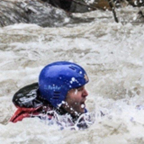 Курс за оцеляване в бързи води и екстрени ситуации - за начинаещи или напреднали
