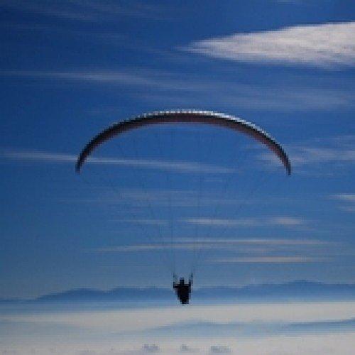 Тандемен полет с парапланер на лебедка с включено видео заснемане с HD action камера и транспорт от и до София.